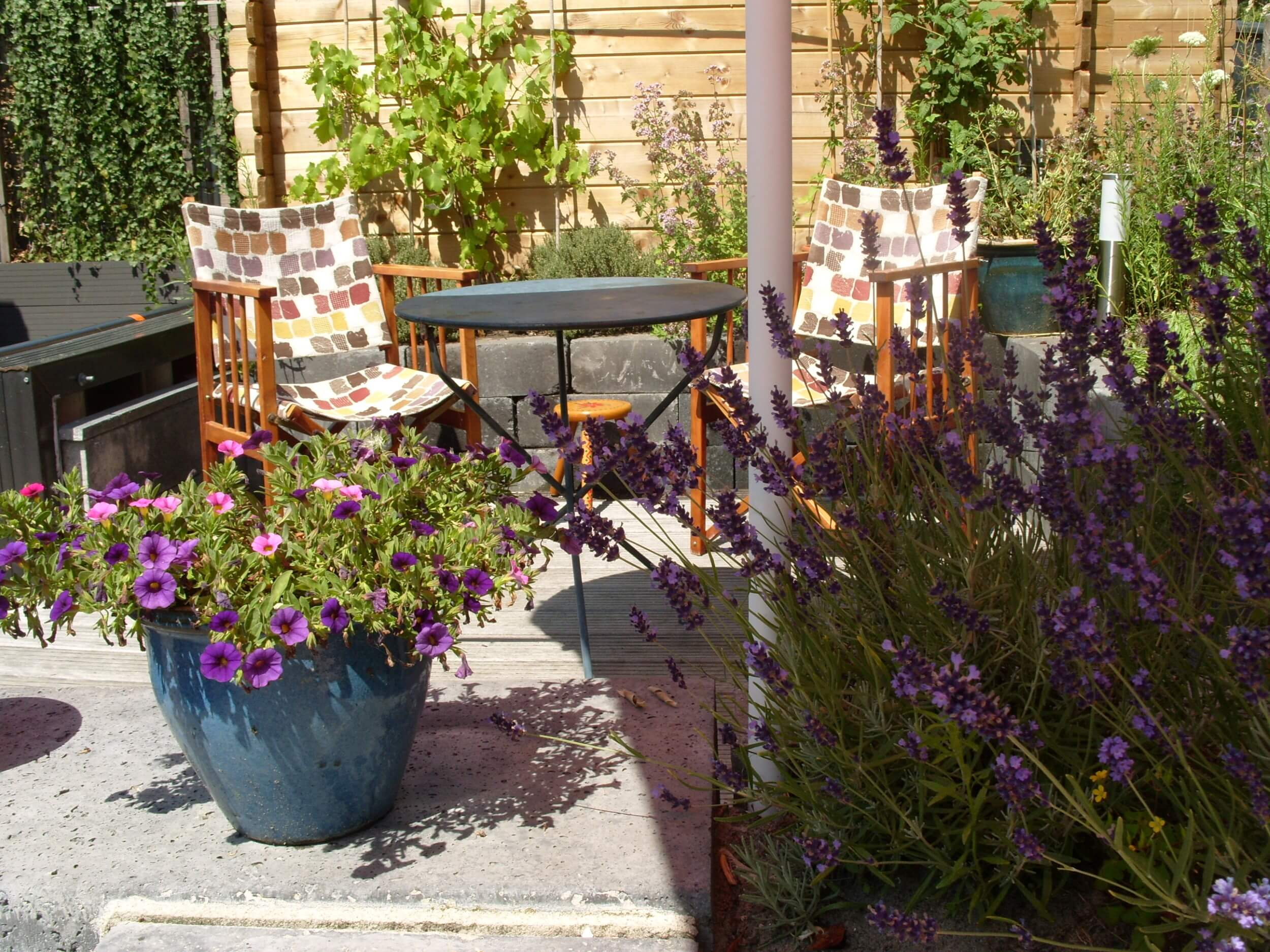 Ontbijt in de tuin - Houseboat Harmony - Bed & Breakfast Utrecht (3)